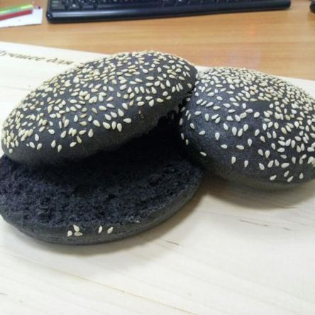 Булочка для гамбургера «Блэкбургер» с кунжутом, 50гр