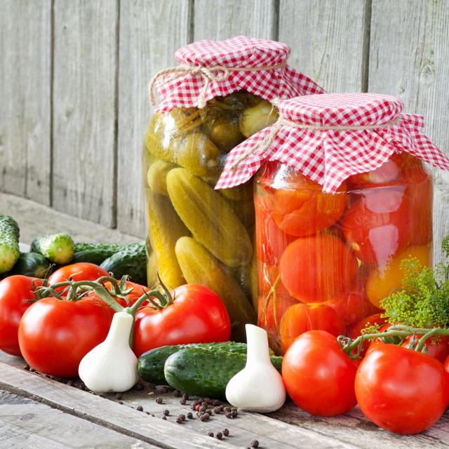 Консервированные помидоры, огрурцы