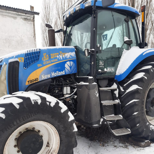 Трактор New Holland T8040